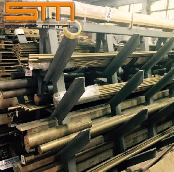 Месинговите пръти се използват в различни сектори на промишлеността, от най-простите до най-високо технологичните. Месинговите пръти имат широко приложение в промишлеността и производство. От него се произвеждат най-различни елементи и строителни материали. Месинговите пръти се използват за производството на втулки, винтове, зъбни колела, болтове, крепежни елементи и други строителни материали. Шестоъгълните пръти, благодарение на своето напречно сечение и антикорозионни свойства, имат голямо търсене в корабостроенето и автомобилостроенето, водопреносната система и доставките на газ, както и в хидроенергетиката. Месингът е широко използван в производството на часовници, така и за производството на малки и корпусни елементи.